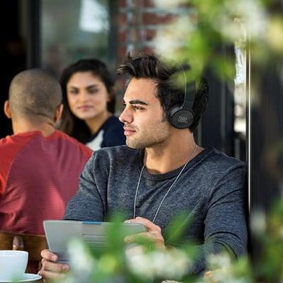 Trådløs on-ear hovedtelefoner med støjreduktion. T600BT
