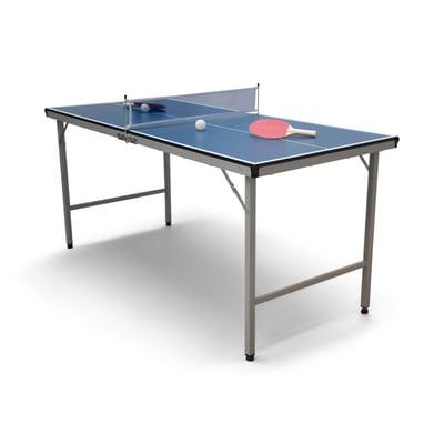 Bordtennisbord med bat og bolde